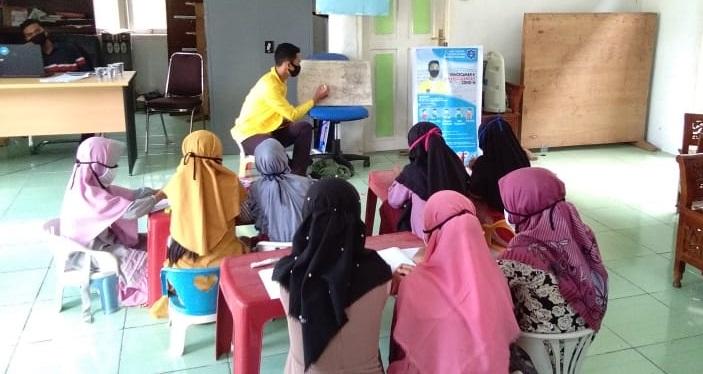 Mahasiswa KKN Tematik UTU Dampingi Siswa Belajar Bahasa Inggris