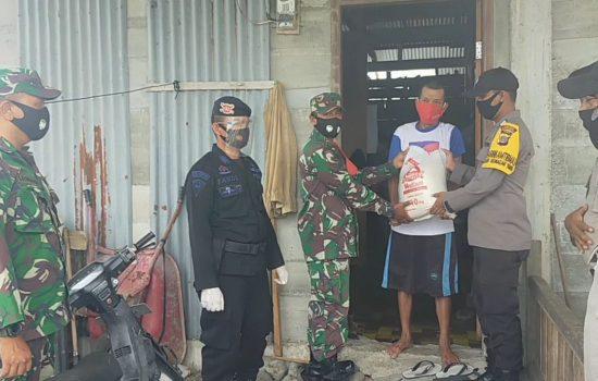 Brimob Polda Aceh Dan Tim Gabungan Bagikan Sembako Covid19