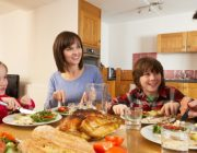 Wajib Tahu, Jam Makan Malam yang Baik Berdasarkan Kesehatan