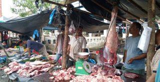 Pemerintah Tak Sediakan Fasilitas, Penjual Daging Sewa Lapak Dari Pedagang Ikan